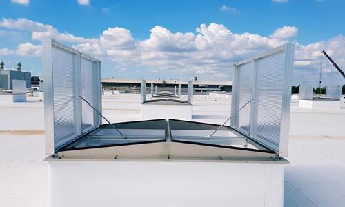 Abbildung einer Roda RWA Anlage Phönix auf dem Dach